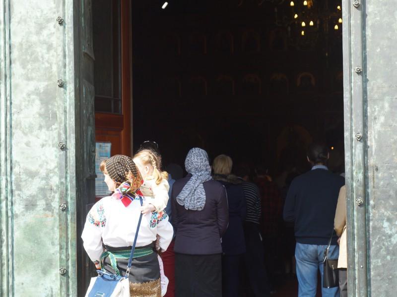 """Празнична Великденска служба в румънската църква """"Discesa dello spirito santo"""" в Милано, 12.04.2015 г., сн. Яна Гергова"""