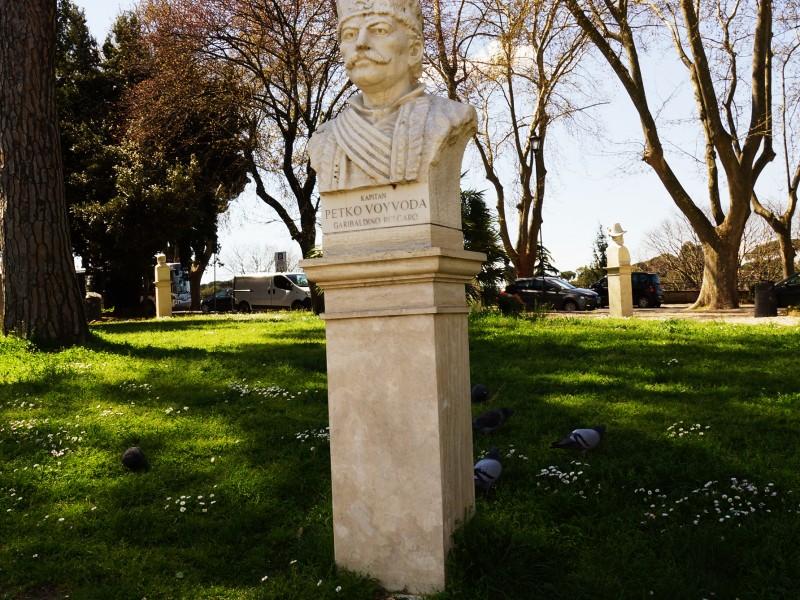 Паметникът на Капитан Петко войвода, открит през 2004 г. в Рим, сн. Яна Гергова