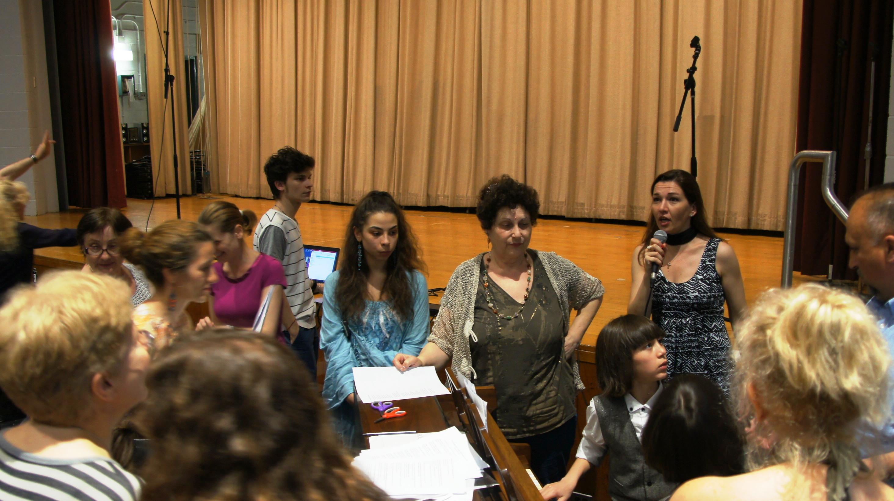 """Завършекът на репетицията за тържеството по случай 24 май в училище """"Гергана"""", Ню Йорк. Сн. Лина Гергова"""