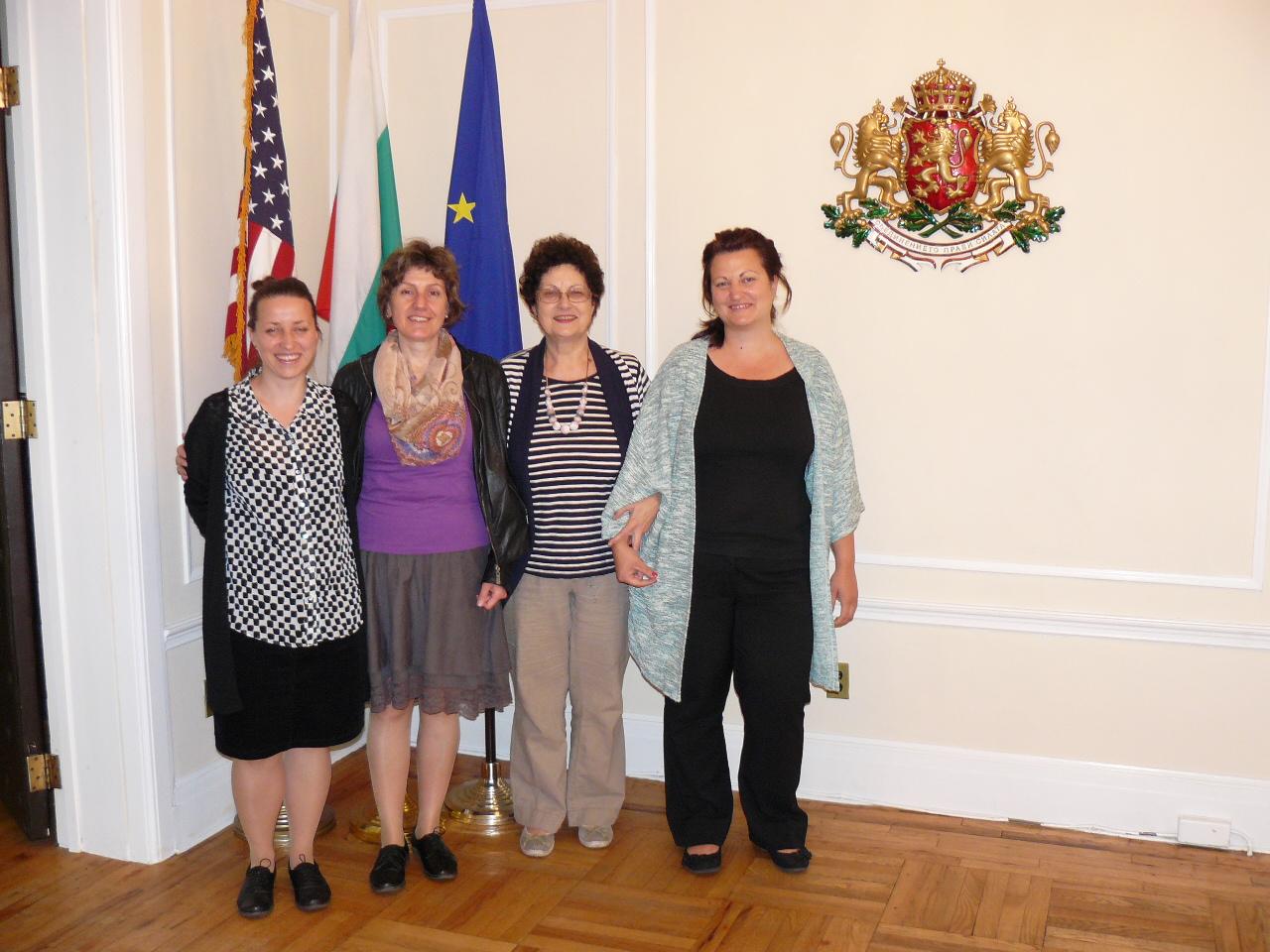Лина Гергова, Мариянка Борисова и Яна Гергова с оперната прима Стефка Евстатиева в Генералното консулство на Р България в Ню Йорк, САЩ