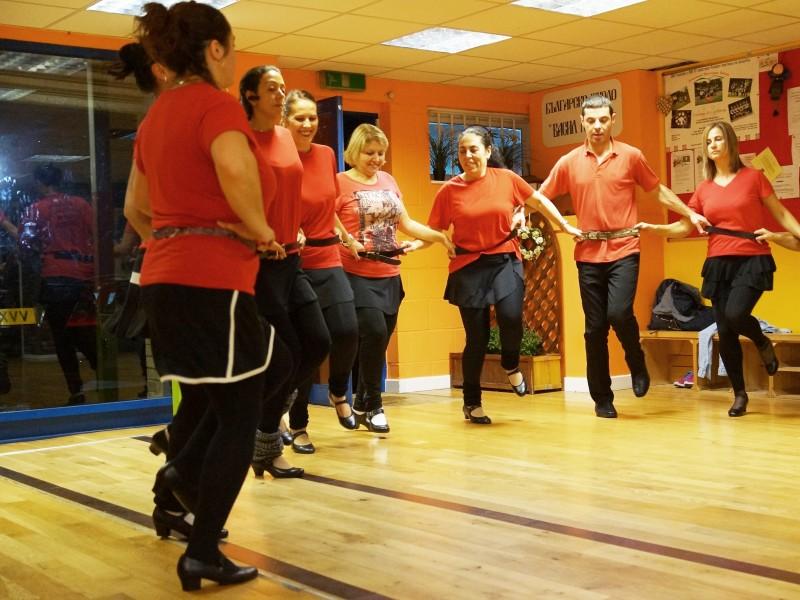 Репетиция на Bulgarian Folklore Dance Club Barking London с ръководител Недялка Симеонова (сн. Яна Гергова)