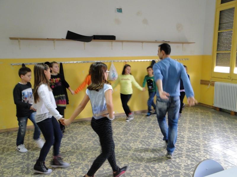 Занятия по народни танци в Българското училище в гр. Барселона (сн. Николай Вуков)