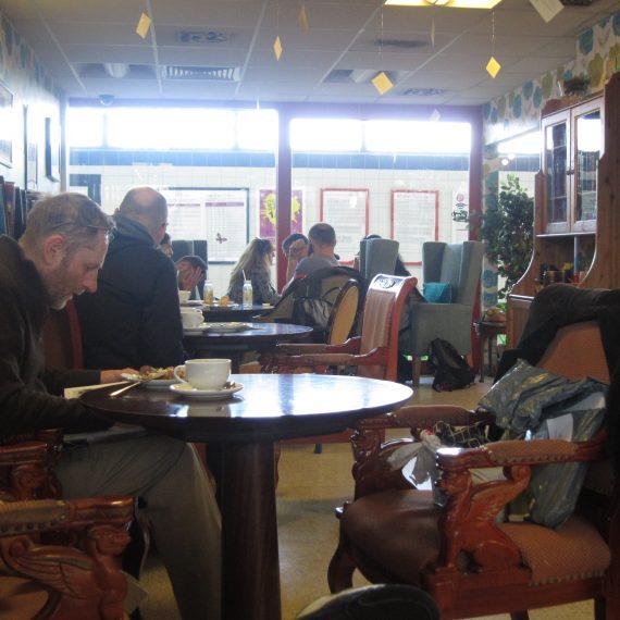 На кафе в EZO Bistro