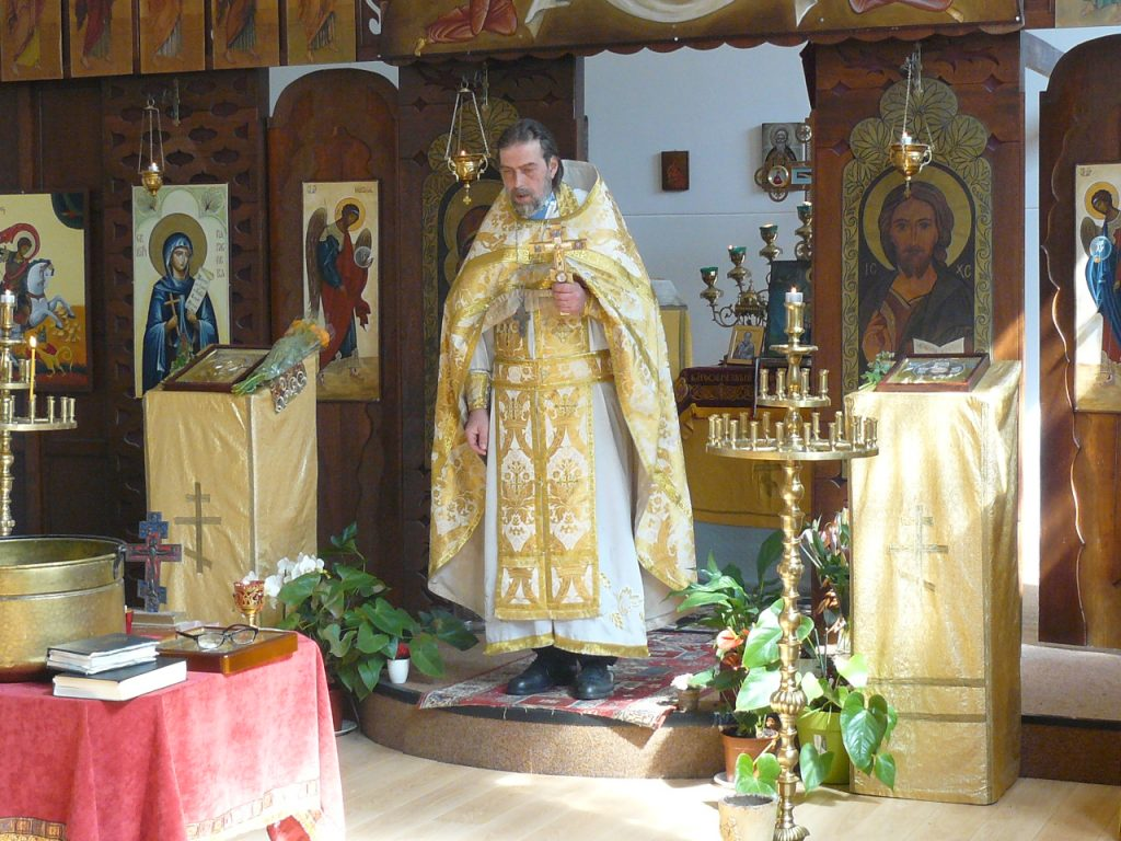 Протойерей Йоан Манев отслужва литургия на Лазаровден (8.04.2017), Хага