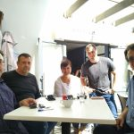 Среща на екипа с българи в Идън бей, Кейптаун (на снимката, отляво надясно – Николай Вуков, Румен, Мария, Георги и българския почетен консул в Кейптаун Борис Василев)