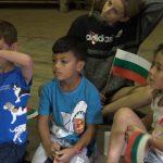 Деца участват в репетиция за предстоящото отбелязване на националния празник 3 март в Българския културен център в Мидранд