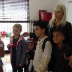 """Петя Сотирова и нейните ученици преди започване на занятия в Неделно училище """"Слънчо"""""""