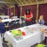 """Деца участват в изготвяне на мартеници в """"Лапата"""" към Българския културен център в Мидранд"""